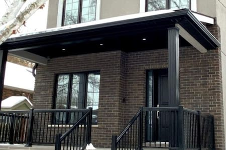 LUXURY 4 bed custom NEW home minutes from DOWNTOWN