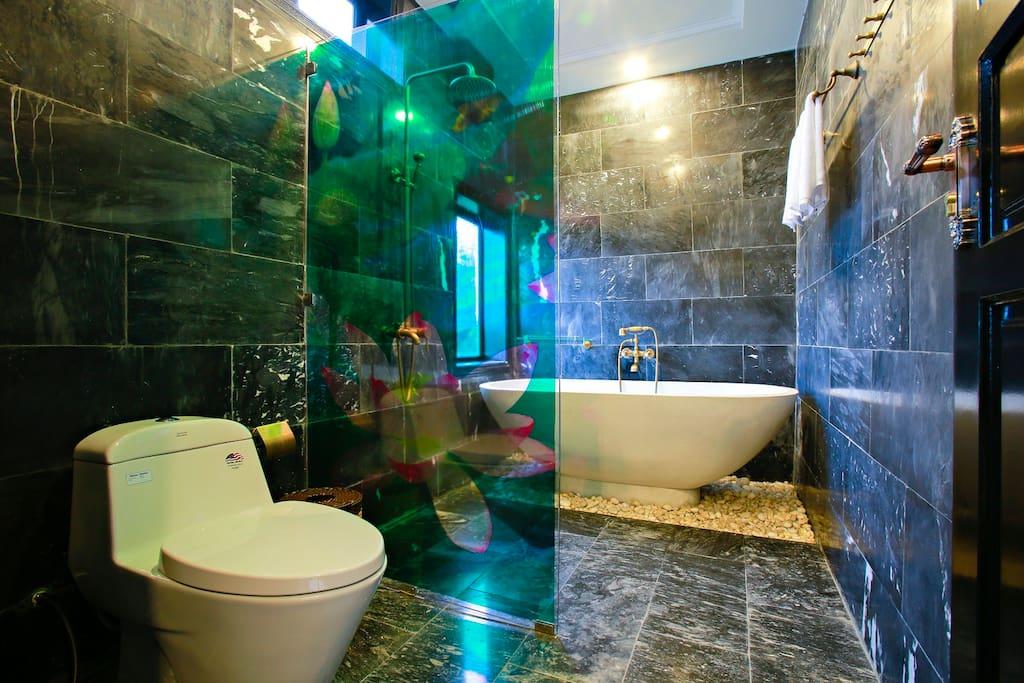 Deluxe King Suite at osaka villa hoian