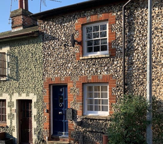 "Cozy ""dog friendly"" cottage - Saffron Walden"