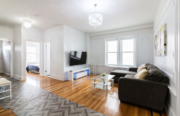 Spacious 4 Bed Rooms+ 2 Bath+ LR+Kitchen Apartment - Brooklyn - Hus