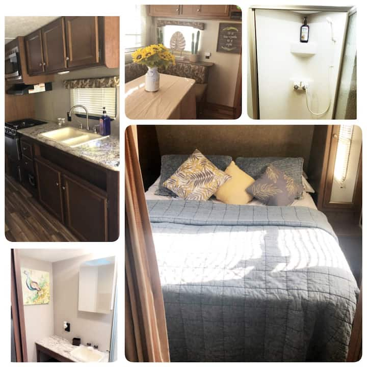 Cromwell Camper/RV  w/  jacuzzi under the stars