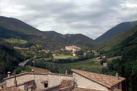 In Umbria dimora nobiliare tra Spoleto e Valnerina