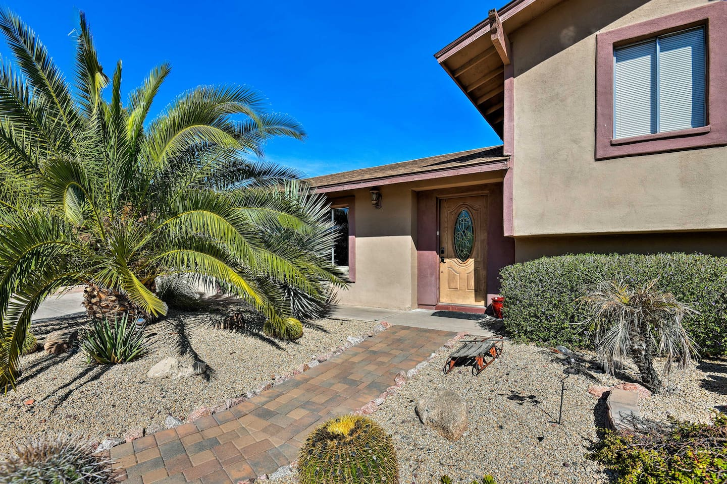 Book your South Scottsdale escape to this 3-bedroom, 2-bath split-level home.