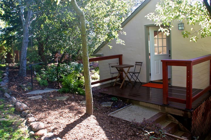 Peaceful, Bright Studio in Garden Setting - Oakland - Apartment