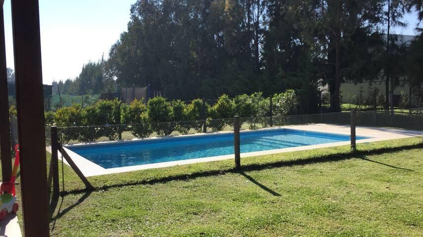 Casa con jardín y pileta de en barrio privado