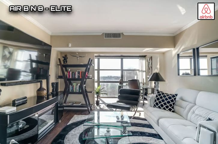 ENTIRE PENTHOUSE- ELITE ACCOMMODATIONS!