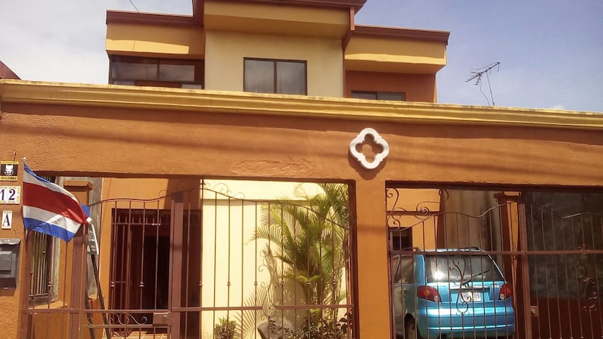 Hab. Comodidad de un Hotel en casa - Cartago - House