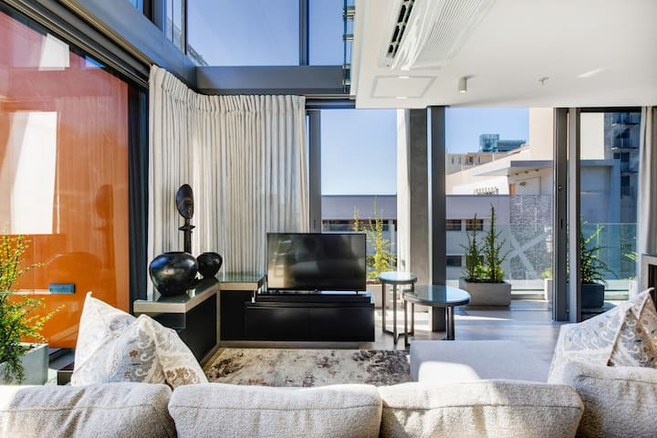 Luxury De Waterkant Loft Retreat