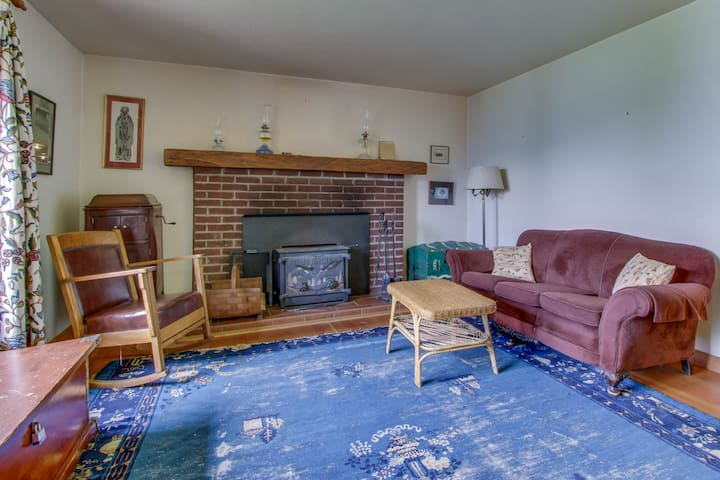 Cozy & warm lakefront home with great views, large deck & dock
