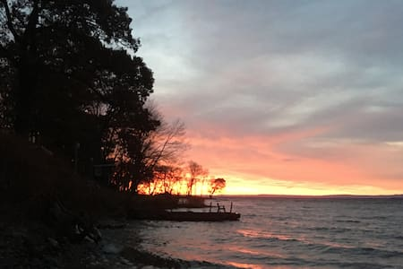 SUNRISE TO SUNSET LAKEHOUSE RENTAL