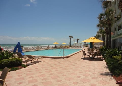 Oceanfront on the Pool-Deck 108