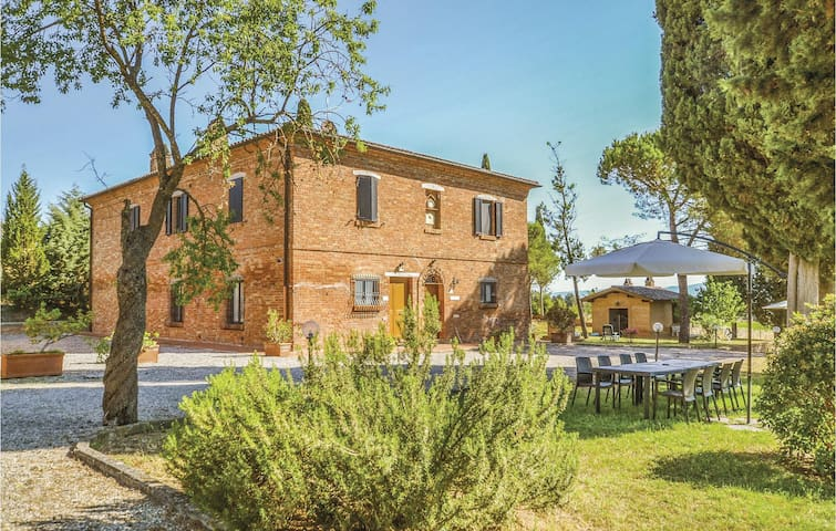 Holiday apartment with 2 bedrooms on 75m² in Montepulciano (SI)