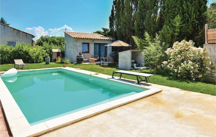 Nice home in Ste Cecile les Vignes with Outdoor swimming pool, WiFi and Outdoor swimming pool