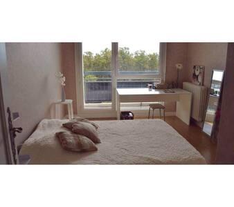 Chambre confortable avec balcon (proche Part Dieu) - Apartament