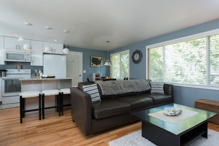Beautifully updated South West Seattle Home! - Seattle