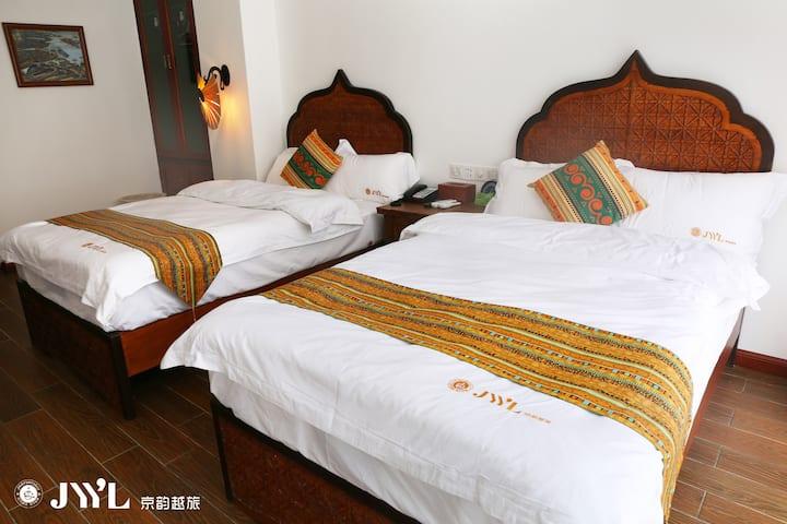 东南亚实木双床201房