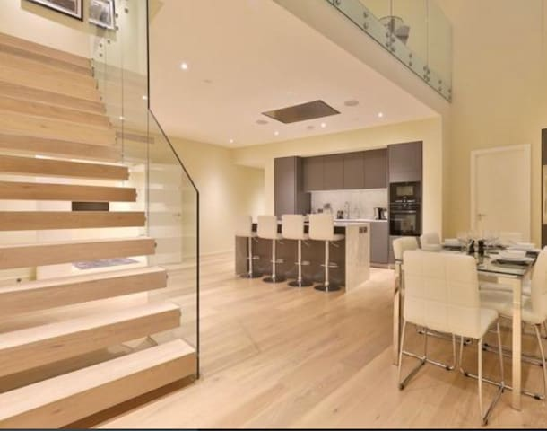 Modern spacious 2 floor apt in the heart of London - Londres - Apartamento