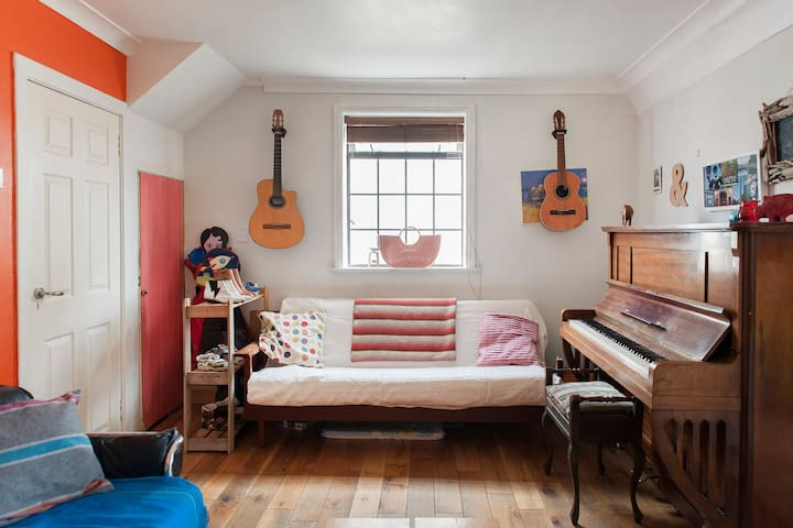 Beautiful Cosy Room available for rent