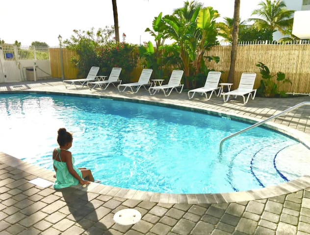 Perfect stay on the beach with pool!