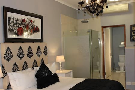 The Falls Guest House - Basic Double Room