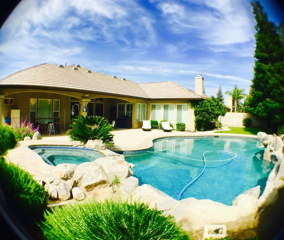 Gated 5Star GardenView WIFI/AppleTV/Pool/Wash&Dry