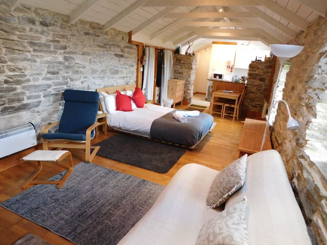 The Byre - stone studio in Talmine - NC500 & Beach