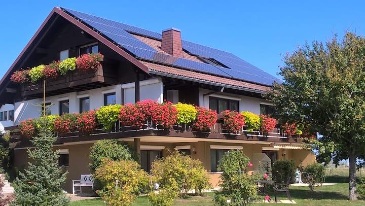 Ferienwohnungen Tröndle im Rosendorf, (Weilheim), Ferienwohnung Ost, 48 qm, 1 Schlafzimmer, max. 2 Personen