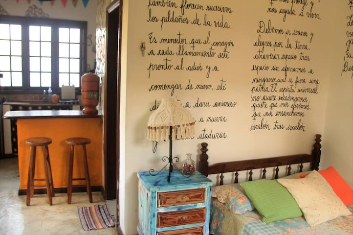 Cute little house with free bikes - Paraty - House