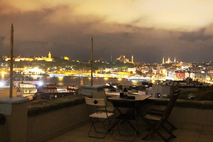 Long Term Rentings with amazing views in Galata - Beyoğlu - Apartment