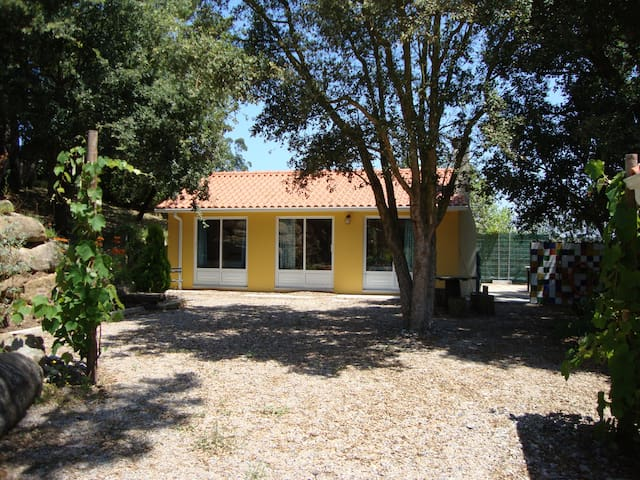Cabana in lovely garden - Alfeizerão - House