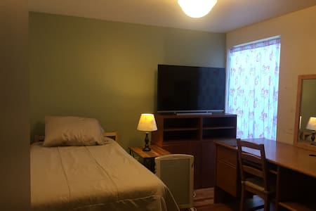 Bedroom w/Private Bath, Conveniently Located House - Mercer Island