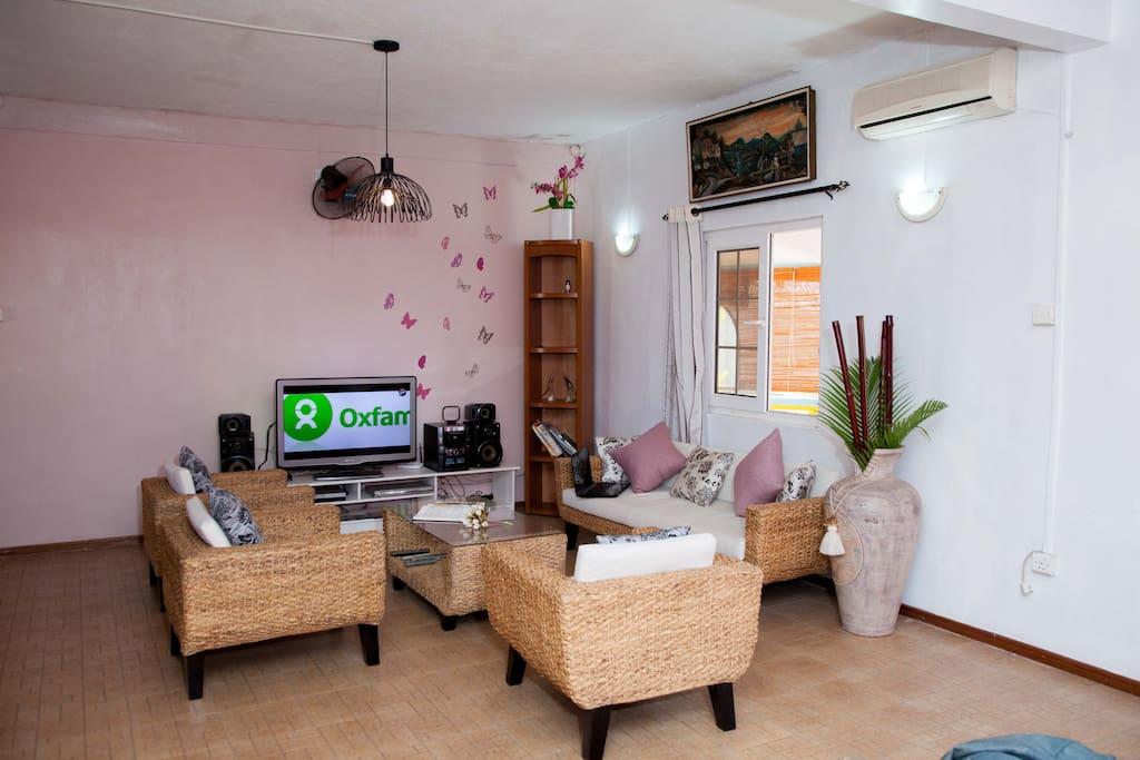 Salon agréable et spacieux