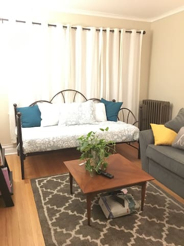 Cute, Priv LR, 15 Mins W of Dwtn! - Berwyn - Appartement