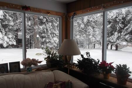 Small bedroom cozy cabin. - Morin-Heights