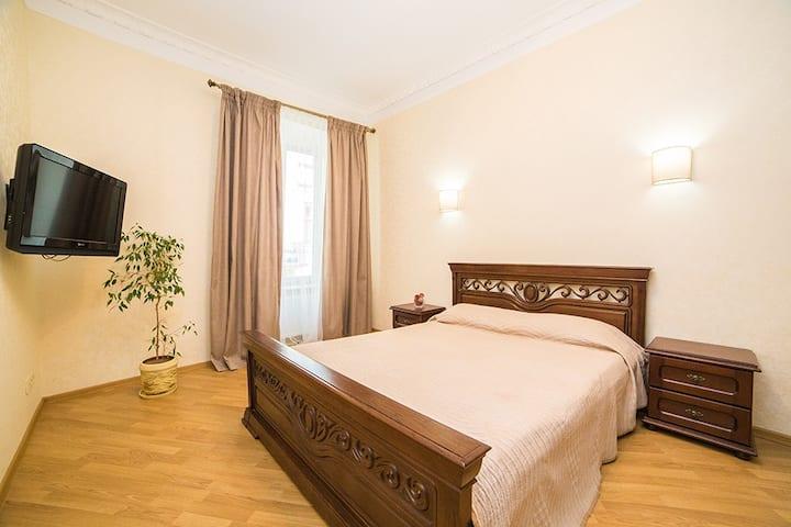 Апартаменти з 2 окремими спальнями в центрі