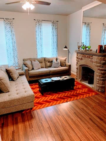 ⭐The Old Fashioned⭐2 BR⭐ 3 Miles to Downtown STL ⭐