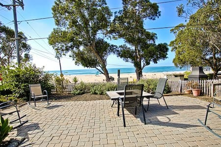 11 Ocean Front Sand and Sea Cottage - Santa Cruz