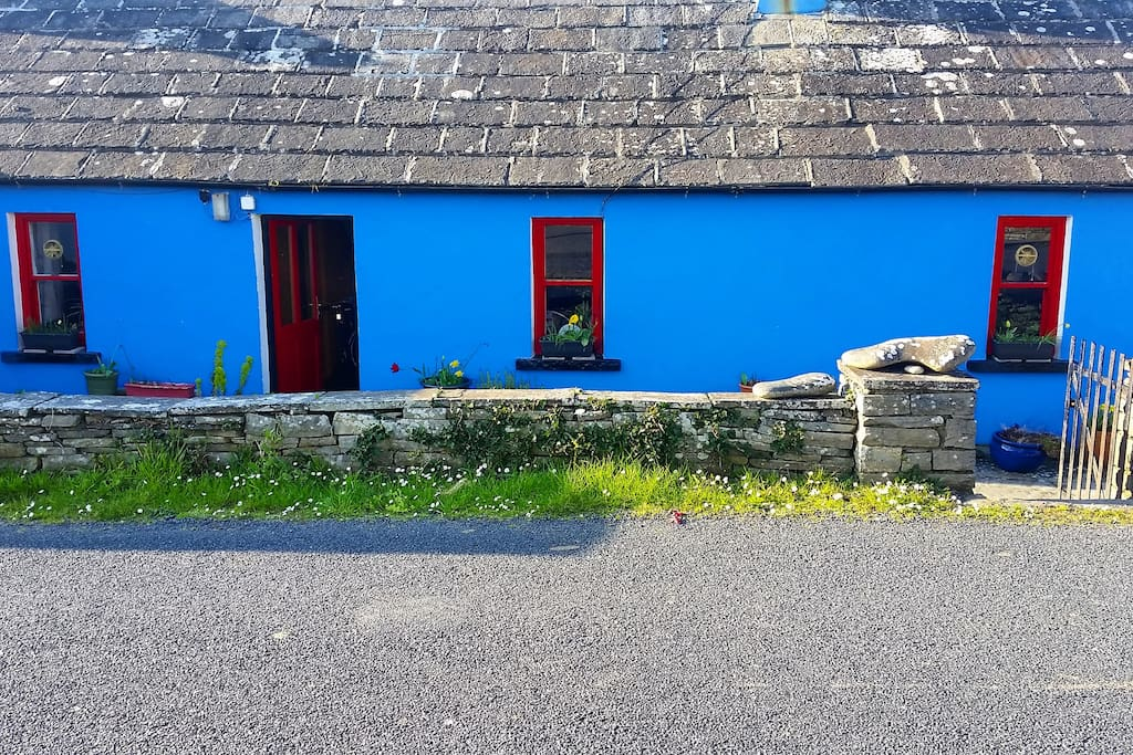 An tigin gorm (blue cottage) :)