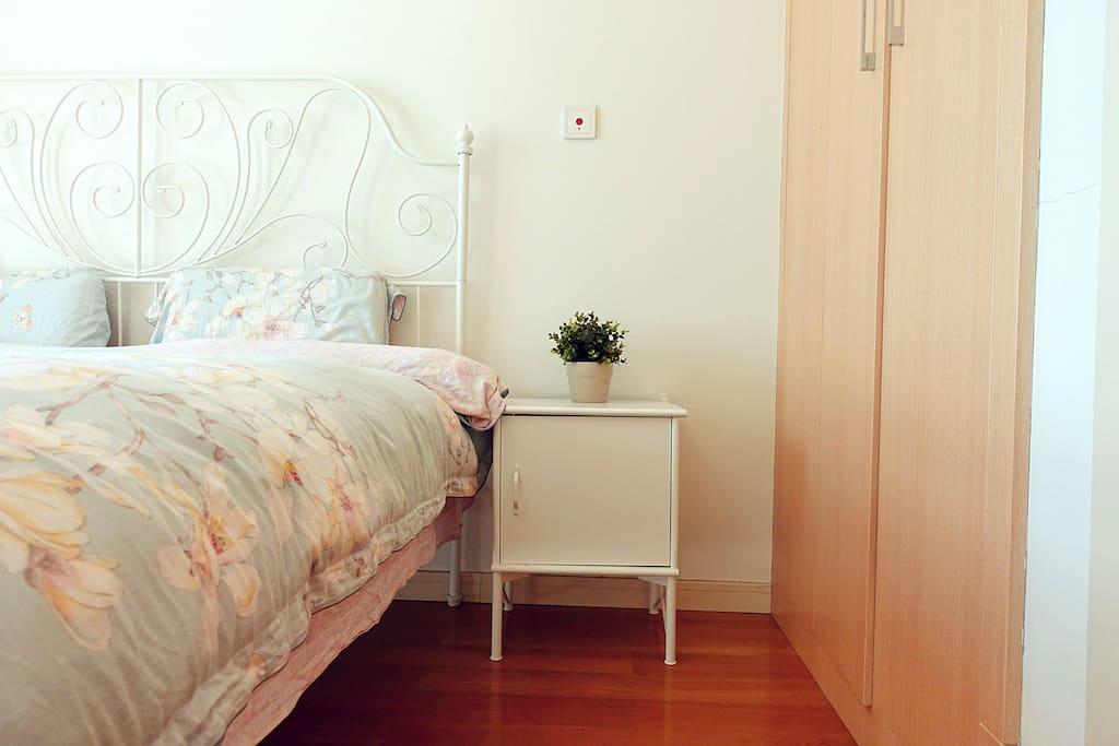 主卧/master bedroom