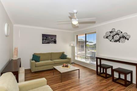 Large Back Yard - 4 Bedroom house - Noraville