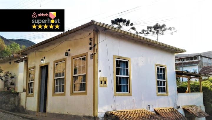 Linda casinha colonial na região histórica de OP