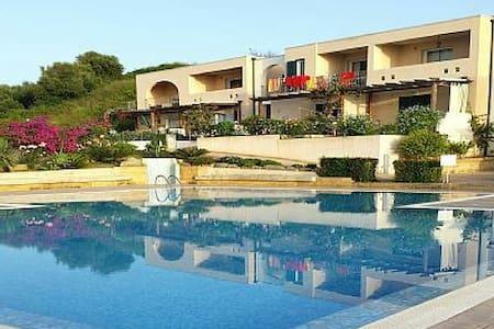 Borgo Fiorito Amalfi 11 - Zambrone - Appartement