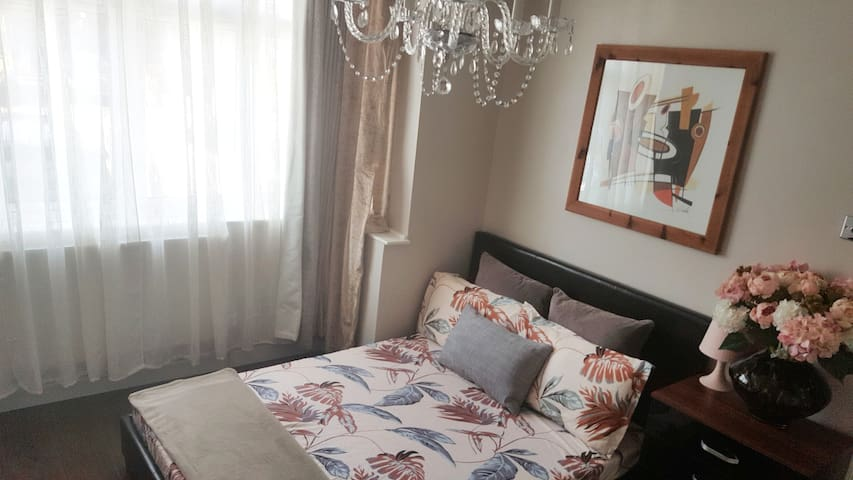 Comfort for Less-Large Double room in Grays, Essex