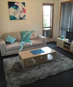 Modern and fresh 2 bedroom unit - Sorell - Ház