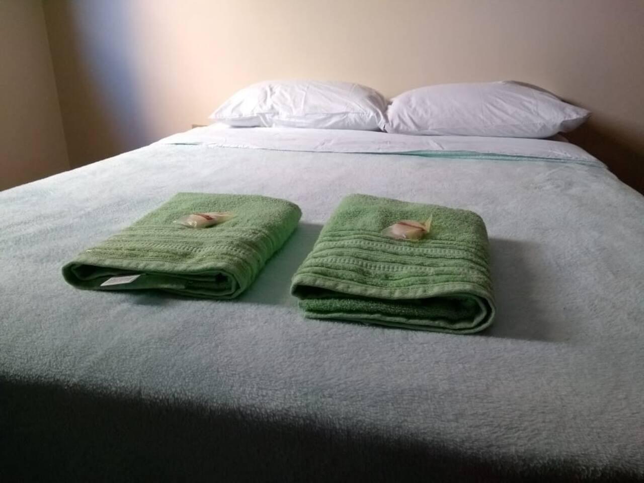 Toalhas de banho e sabonetes como cortesia