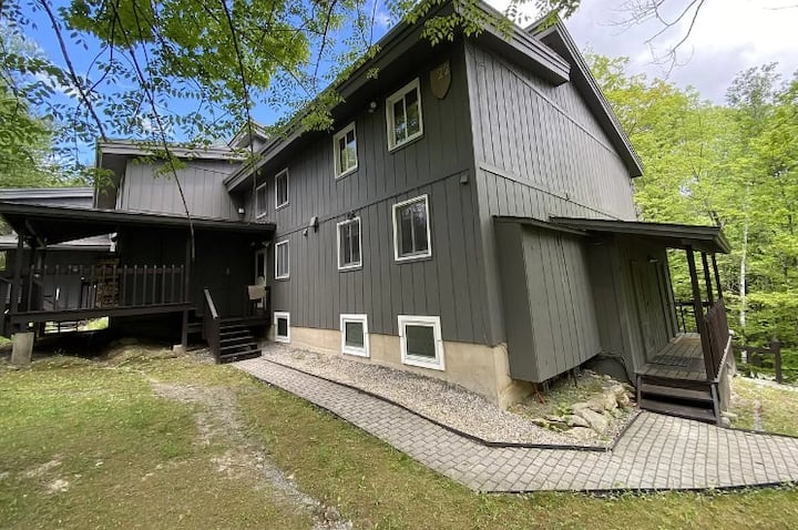 3br & 1.5bath w/ wood-burning fireplace and views!