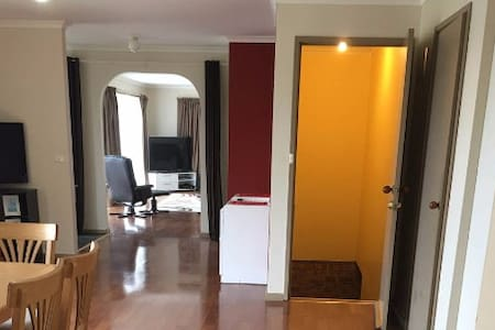 4 Bedroom, 2 Bathroom House with large garage - Bermagui