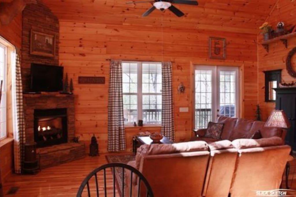 Coon`s Den living area-North Georgia Cabin Rental