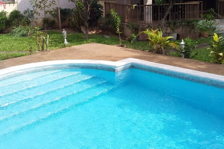 5 bedroom house with garden pool, all services inc