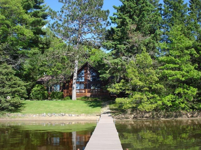 Sand Lake Chalet - Stunning Sunsets &Sandy Shores